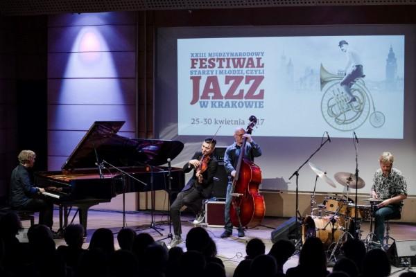 2017-jazzkrakow-adam-baldych-helge-lien-12