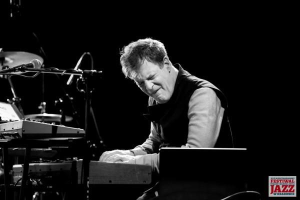 2019-jazzkrakow-john-mclaughlin-07