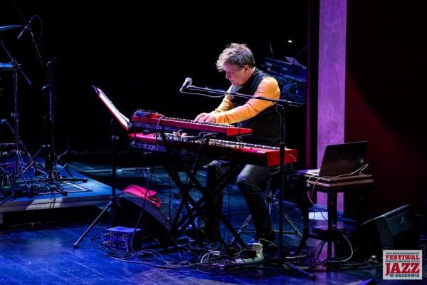 2019-jazzkrakow-john-mclaughlin-08