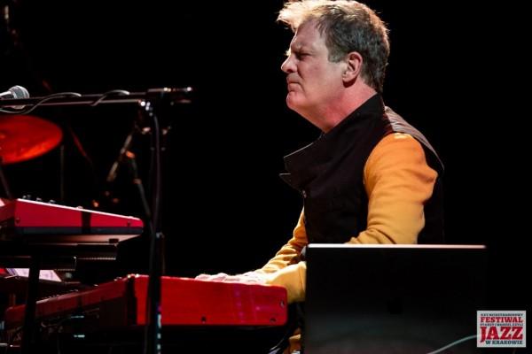 2019-jazzkrakow-john-mclaughlin-24